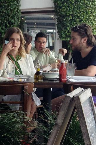 Наталья и незнакомец в одном из ресторанчиков Голливуда