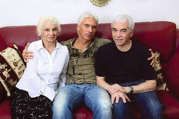 С родителями в красноярской квартире