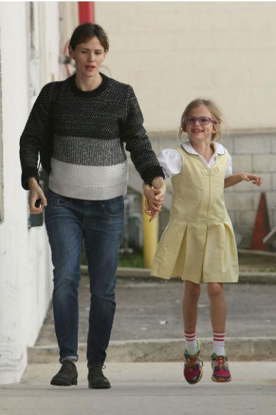 Дженнифер с дочерью 3 декабря