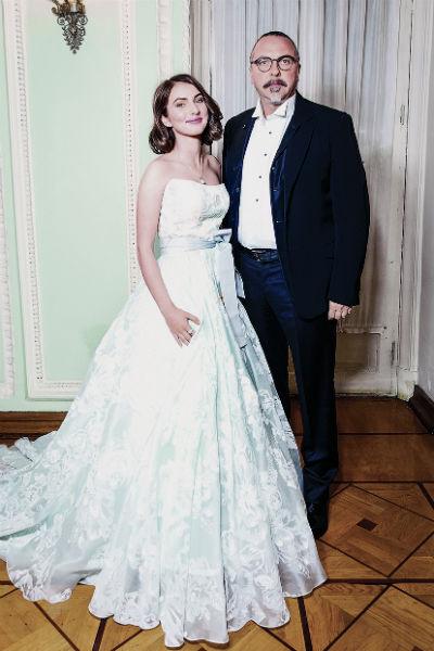 Юрий старается при первой возможности ездить в Париж, где живет его дочь Антонина