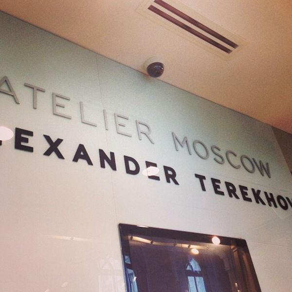 В поисках платья Ксения и Полина заглянули в бутик Александра Терехова