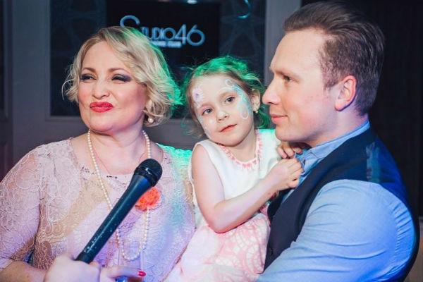 Светлана Пермякова воспитывает дочь Варвару