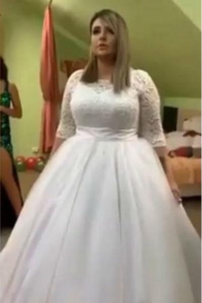 Саша выбрала классической пышное платье