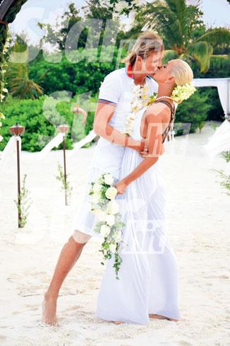 «Молодоженам» выдали свидетельство о браке, заключенном на Мальдивах