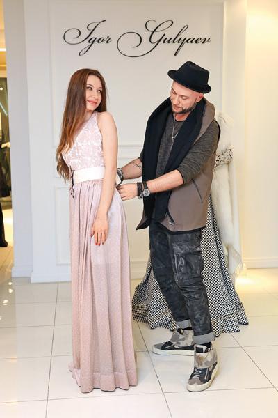 Игорь Гуляев подарил платье 19-летней Аделине