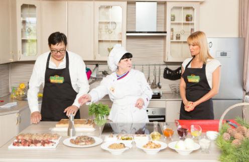 Шеф-повар одного из лучших ресторанов Читы Зарина Гагиева начинает мастер-класс по приготовлению фирменного забайкальского блюда