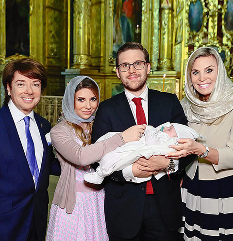 Семья Юдашкиных с Анатолием на крестинах
