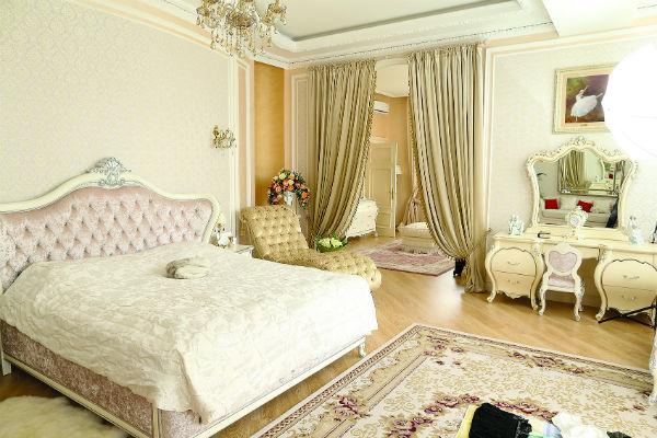 Спальня - любимое место Волочковой. Площадь комнаты с будуаром - 100 кв.метров