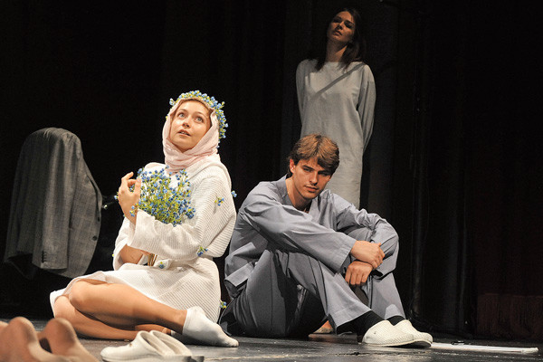 Уйдя из кино, Василий лишь пару раз играл в театре. Одна из ролей – шизофреник Эдуард в постановке по Пауло Коэльо «Вероника решает  умереть»