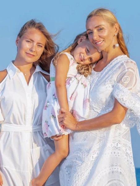 Навка и ее дочери: Надежда и Александра