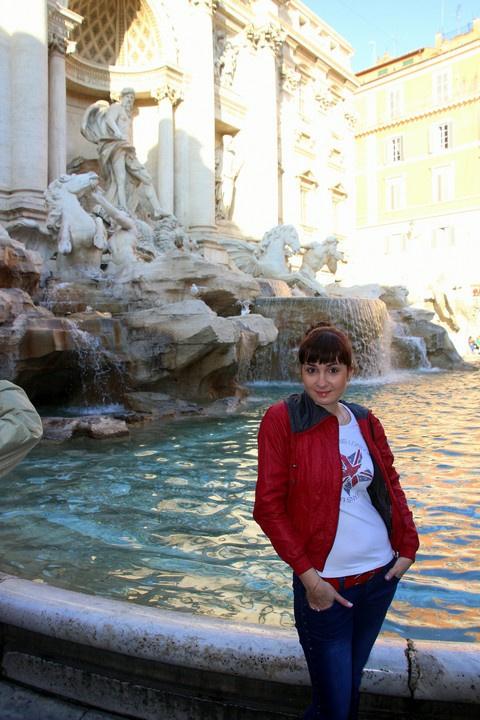 Лаврухина Кристина у фонтана Треви, самого крупного и живописного фонтана Рима, построенного в стиле барокко.