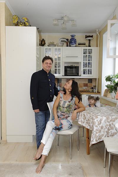 Андрей и Анастасия Леоновы до переезда жили в соседнем подъезде, только в «однушке»