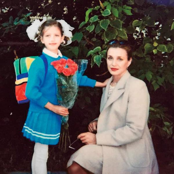 Будущая актриса с мамой Ольгой Чиповской, 1995 год