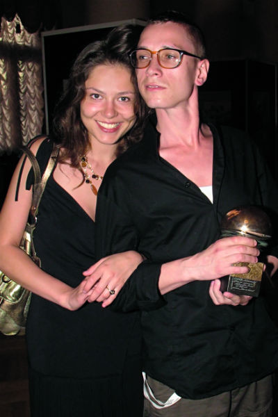 Лядова и Яценко прожили в гражданском браке семь лет. Актер бросил ее ради гримера Маруси Рожковой - этой весной у них родился сын