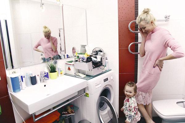 Камирен вместе с дочкой живет в съемной квартире в центре Москвы