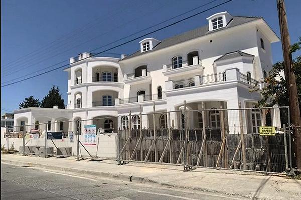 По кипрской традиции дом построен из белого камня