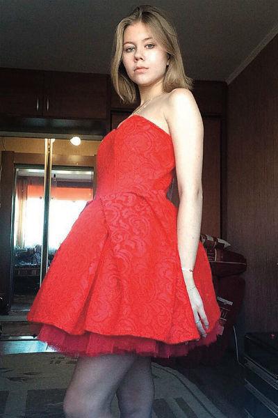Платье идеально село на Марину, подчеркнув достоинства фигуры