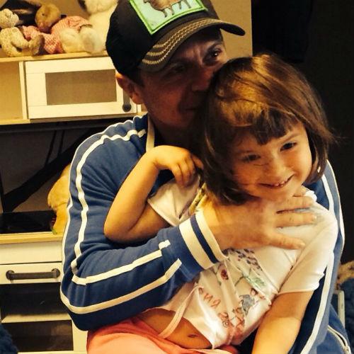 Актер счастлив проводить время с любимой дочкой