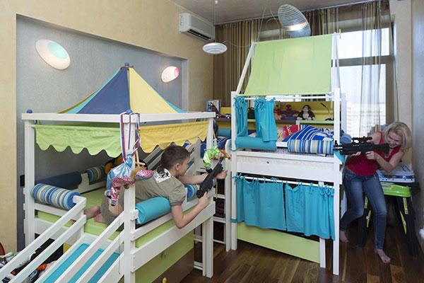 В комнате сына Ирины Лобачевой и Ильи Авербуха Мартина стоит сложный игровой комплекс