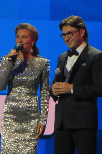 Ведущие фестиваля: Елена Север и Андрей Малахов