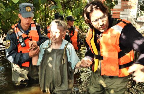 Я помогал спасателям эвакуировать местных жителей