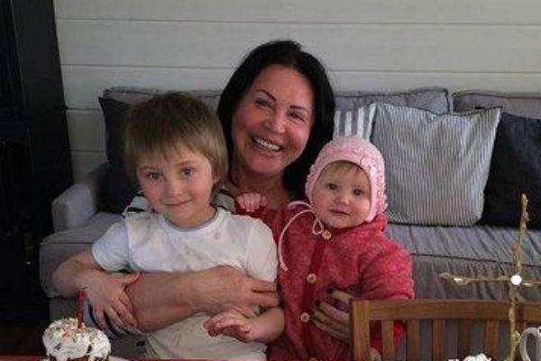Надежда Бабкина с внуками