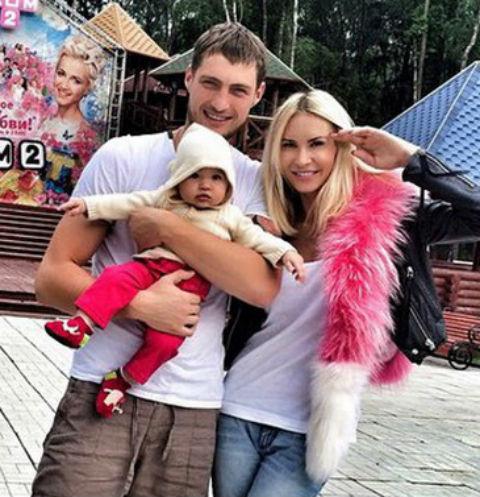 Элина Камирен и Александр Задойнов с дочерью Сашенькой