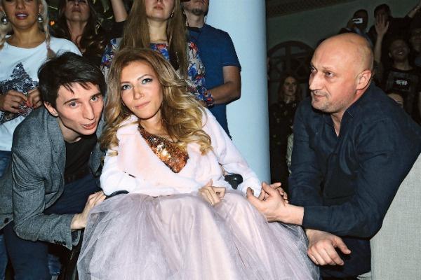 Алексей Таран привык, что такие звезды, как Гоша Куценко, стоят перед его женой на коленях