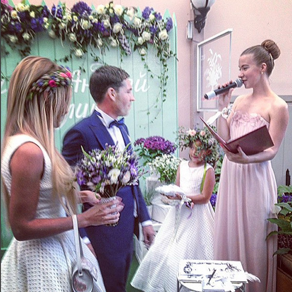 Молодожены провели повторную регистрацию брака