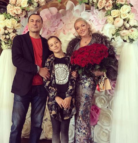 Анастасия Волочкова и Игорь Вдовин с дочерью