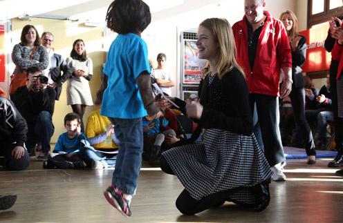 Наталья Водянова на детском празднике