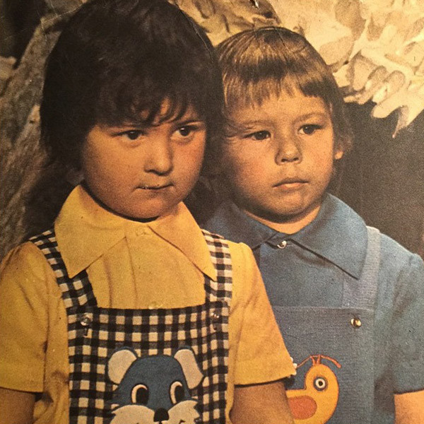 Стас Костюшкин (слева) с товарищем в журнале детской моды