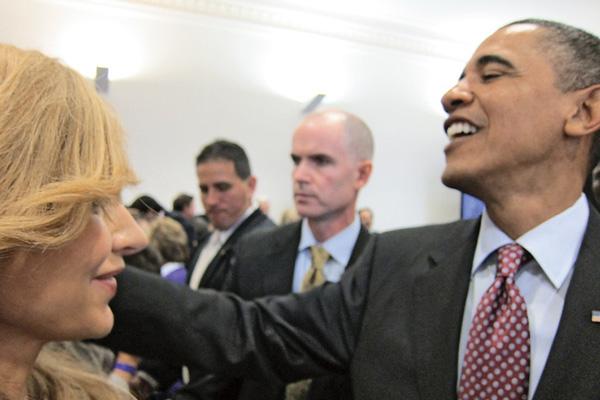 Фотография с президентом США вышла не очень убедительной, но она есть!