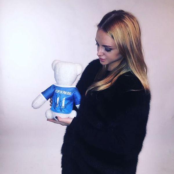 Фото Миланы в объемной одежде вызвало слухи о ее беременности
