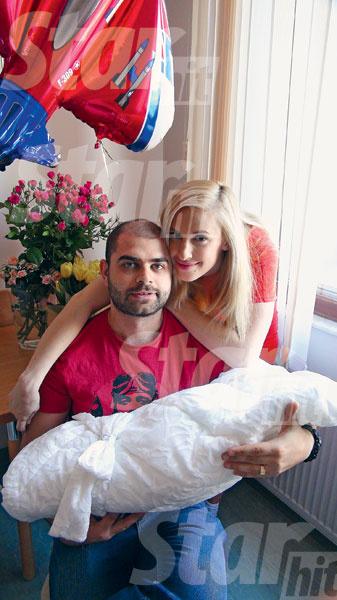 Илья – заботливый муж, каждый день навещал Олю и сына