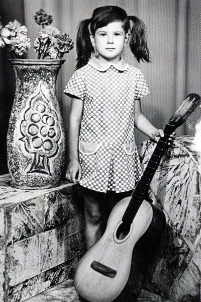 Юля проявляла артистические способности с детства, Армения, 1979 год