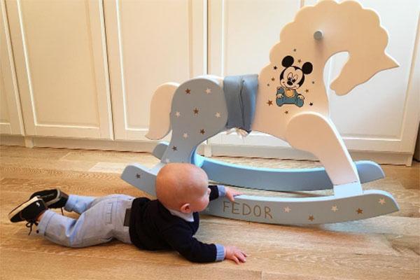 Маленький Федор и его роскошное средство передвижения