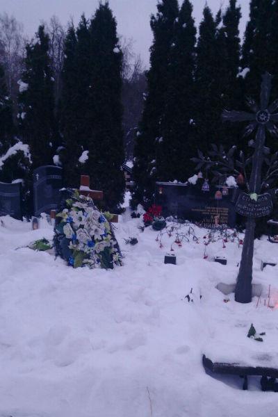 Могила Влада Галкина этой зимой