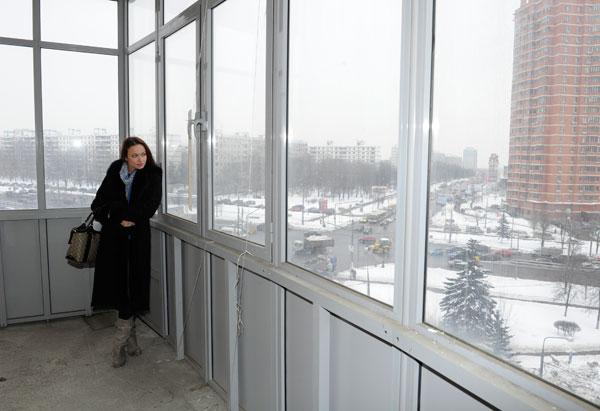 Из панорамных окон балкона открывается вид на район