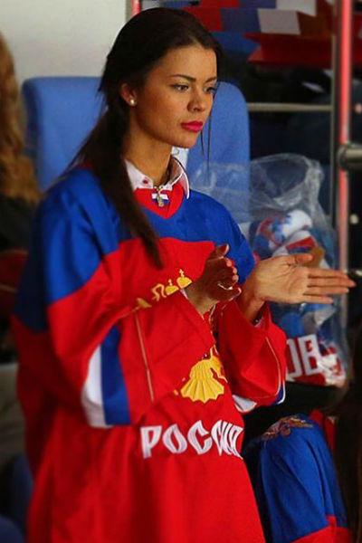 Варвара Амосова тренирует детей