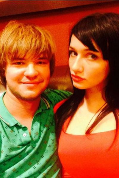 Альберт и Анастасия расстались несколько лет назад, но девушка иногда звонила бывшему парню с жалобами на жизнь