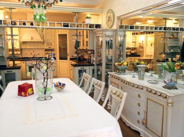 Просторную кухню- гостиную оформили в светлых тонах – как и хотел олимпийский чемпион