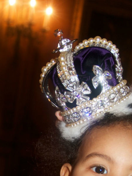 Блу Айви чуть больше года, а у нее уже есть собственная корона
