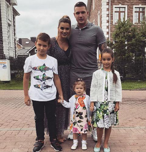 Семья Курбана Омарова и Ксении Бородиной