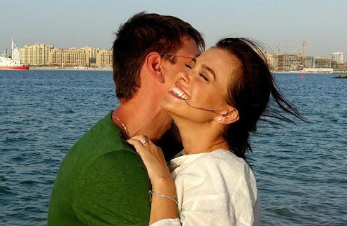 Елена Темникова оберегает мужа Дмитрия от лишнего внимания общественности