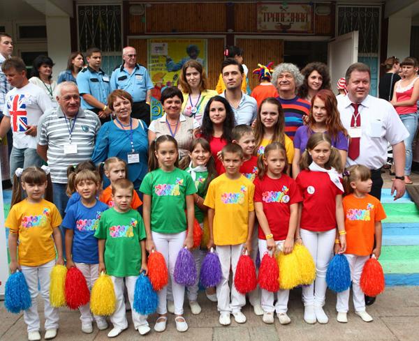 Дима Билан и Юрий Энтин с участниками фестиваля