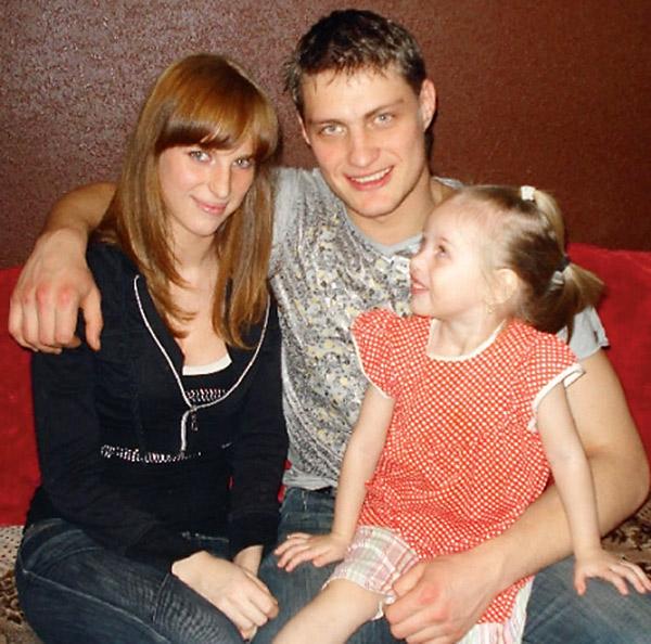 Александр Задойнов исправно помогает деньгами бывшей супруге Светлане и дочке Насте