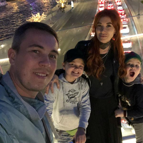 Николь Кузнецова с семьей