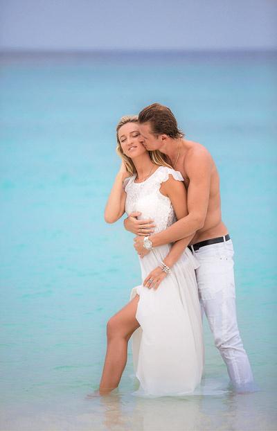 22 дня только вдвоем.  Супруги арендовали отдельную  виллу с собственным пляжем и  бассейном