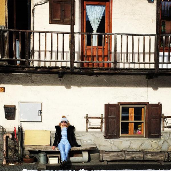 Алена Свиридова наслаждается отдыхом в живописной альпийской деревушке